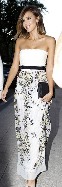 Who made  Jessica Alba's floral strapless gown?