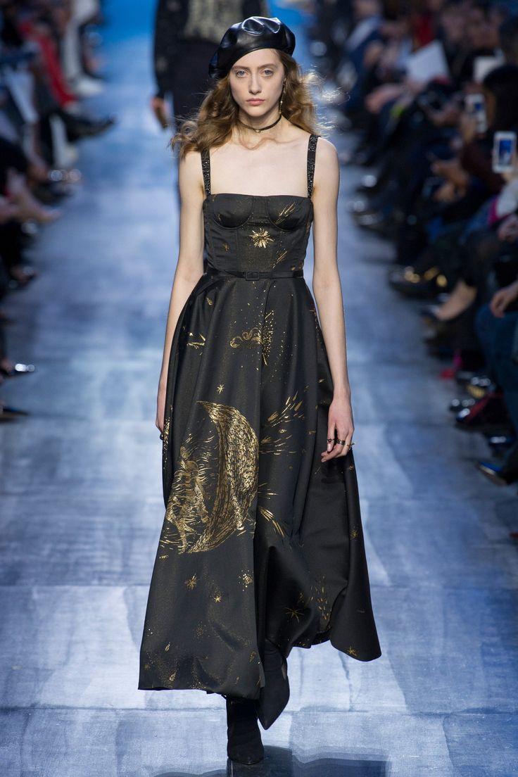 Christian Dior Fall 2017 Ready-to-Wear Fashion Show - Lia Pavlova (NEW MADISON)