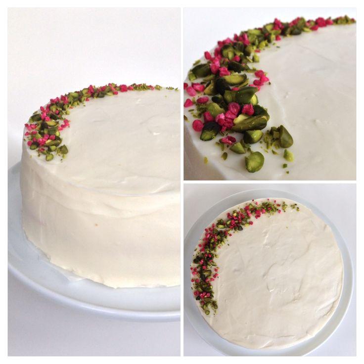 En enkel og rustik bryllupskage: Lagkage med chokoladeganache og hindbærmousse