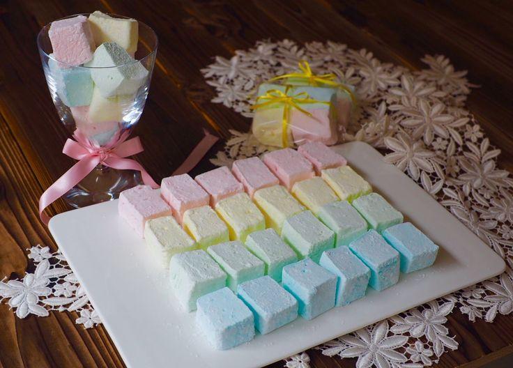パステルカラーが、かわいい💕 フランス風☆生マシュマロ〜ギモーヴ 果汁、砂糖、ゼラチンだけで作るので、口当たりがよく、しなやかでフルーティーです。食感は、まさに生マシュマロ。
