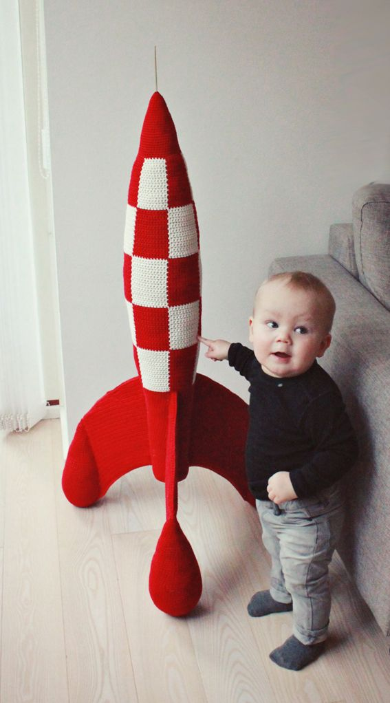 ATTENION: Do I know anyone able to crochet?! I have a commision for you!!!!  This crocheted rocket is everything perfect! Tintin – Hæklet Raket / Crochet Rocket | Lutter Idyl