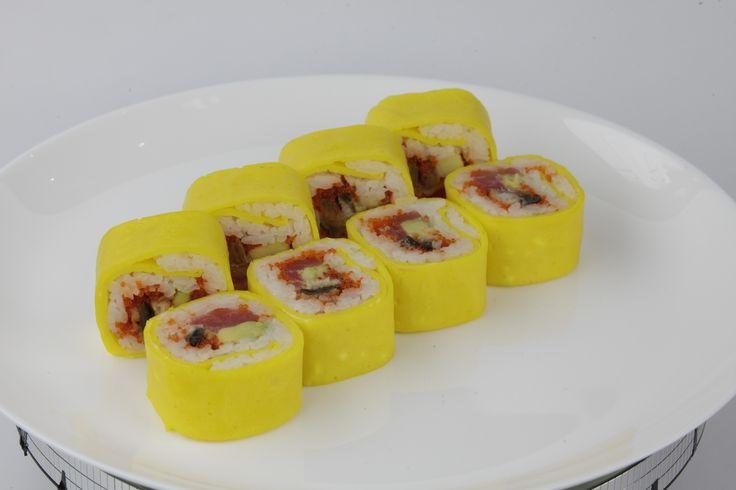 Тамаго Маки Тунец, угорь, икра летучей рыбы, майонез, авокадо, омлет японский 97 грн. /  260 г