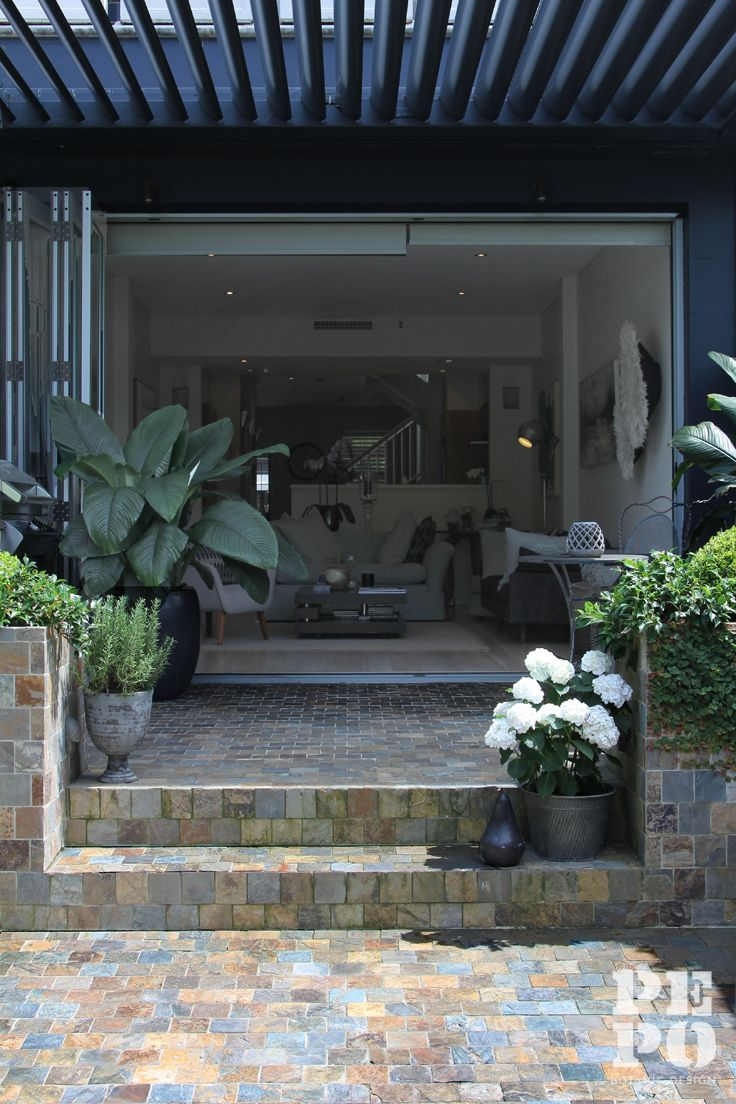 Courtyard garden design. Green on green foliage with crisp white highlights Woollahra, Eastern Suburbs By Pepo Botanic Design