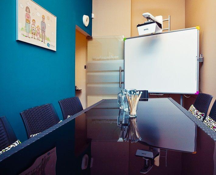 Tablica interaktywna to jak 60 calowy monitor w kameralnej sali