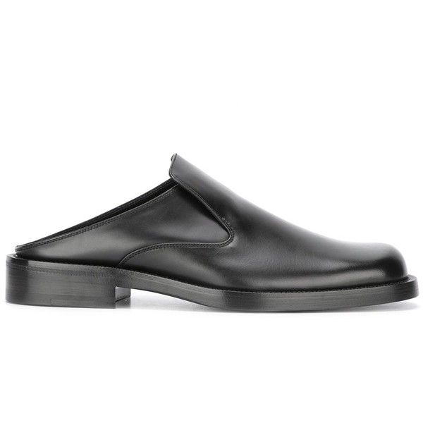 Balenciaga open rear slippers (€485) ❤ liked on Polyvore featuring men's fashion, men's shoes, men's slippers, black, mens black shoes, balenciaga mens shoes, mens black slippers, mens leather slippers and mens leather shoes