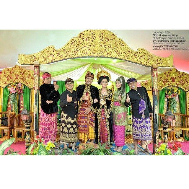 #foto narsis bareng #pengantin adat #Sasak #WeddingCeremony di #Lombok Dika+Ayu #wedding by Poetrafoto, http://poetrafoto.com