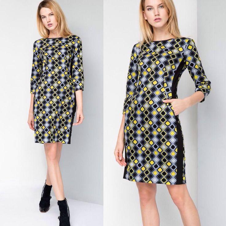 Платье из новой коллекции #taranko  из плотной ткани с эластаном в геометрический рисунок и вставками по бокам на спинке длинная молния. Как всегда #идеальныйкрой безупречная посадка #стиль #нескучныйофис #офисныйстиль #купитьплатьевофис #элегантноеплатье #опт #розница #интернетмагазин #taranko-shop.ru