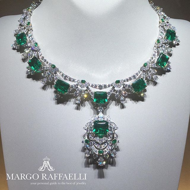 "An ""Emeraude en Majeste"" tale with @vancleefarpels ❤️ In love with this Claudine necklace with 42.07 cts of Colombian emeralds ❤️ Credit: www.margoraffaelli.com #hautejoaillerie #vca"