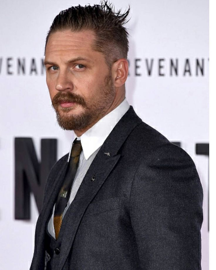 Tom Hardy attends the premiere of 'The Revenant' at the TCL Chinese Theatre on December 16, 2015 in Hollywood, California.