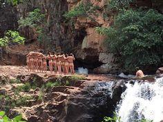 Atores posam nus em lugar paradisíaco de Goiás