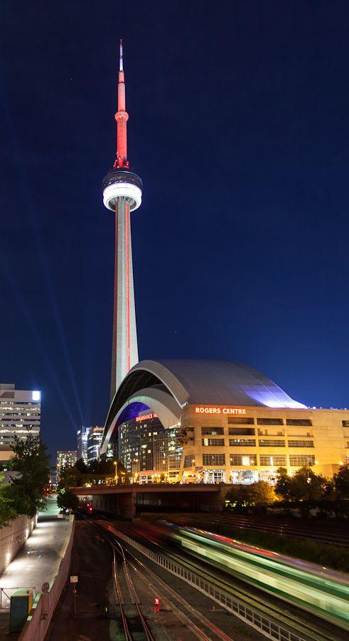 CN Tower & Rogers Centre, Toronto .... So beautiful