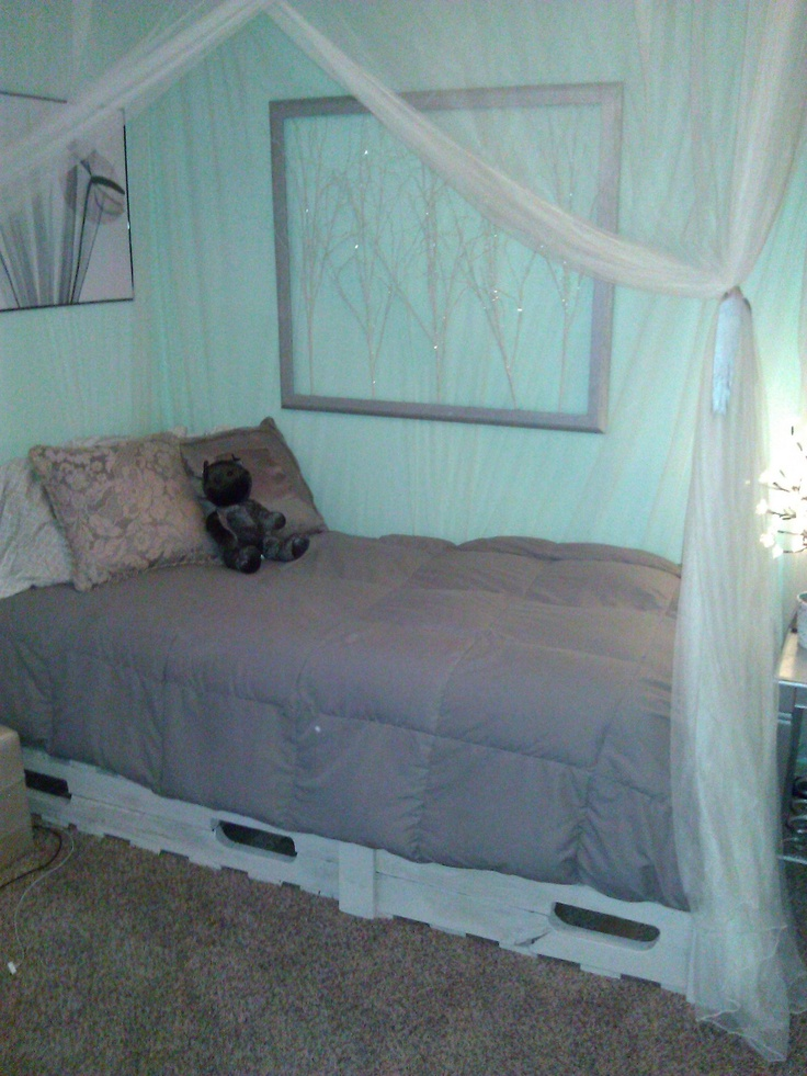 112 best images about pallets on pinterest painted for Platform bed made from pallets