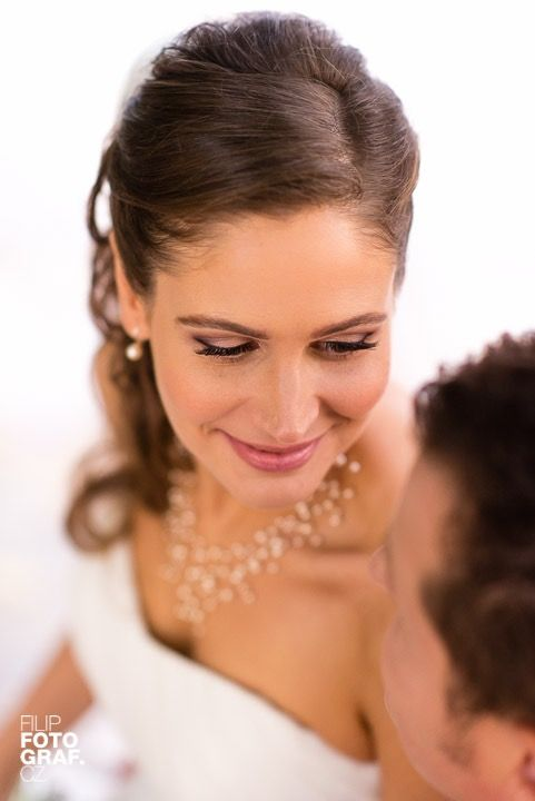 Very soft makeup for my beautiful bride, who wanted to look very natural.