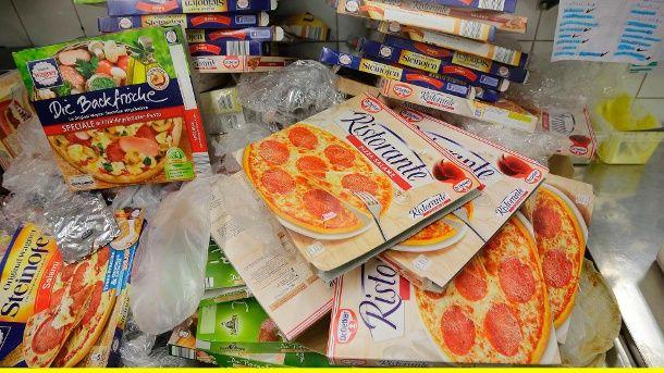 """Die """"Ristorante""""-Pizza von Dr. Oetker ist ein Verkaufsschlager. Dennoch machten die Pizzen von Wagner und Aldi im Geschmackstest das Rennen.  (Quelle: WDR/Dirk Borm)"""