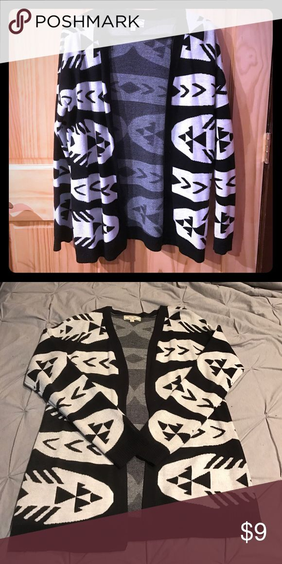 like new black and white tribal cardigan Perfect condition black and white tribal print cardigan Pink Rose Sweaters Cardigans