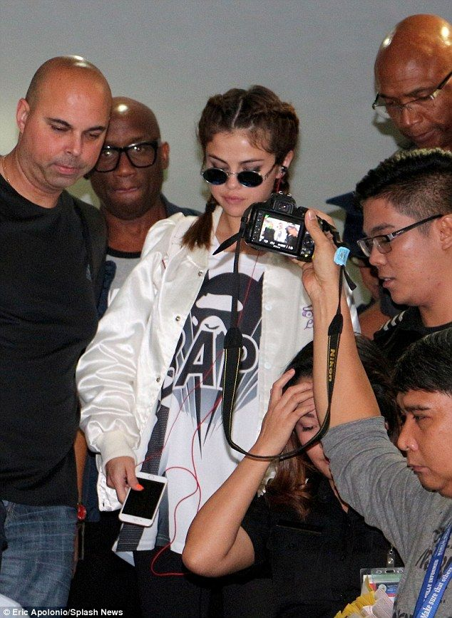 Selena Gomez is mobbed by fans as she lands in the Philippines for world tour | Daily Mail Online