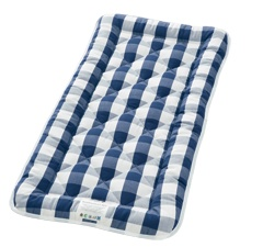 Know any newborns? They would sleep well in the Hastens Crib Mattress, made of natural materials!   hästens - horsehair / cotton top mattresses