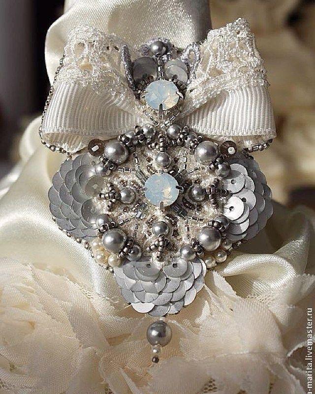 #beadembroidery #вышивка #мастерскаячудесныхвещей #мастерскаяИнгаМарита #swarovski Воспоминания,вышивка по кружеву . Фото из архива... #люблюсвоюработу♥♥♥