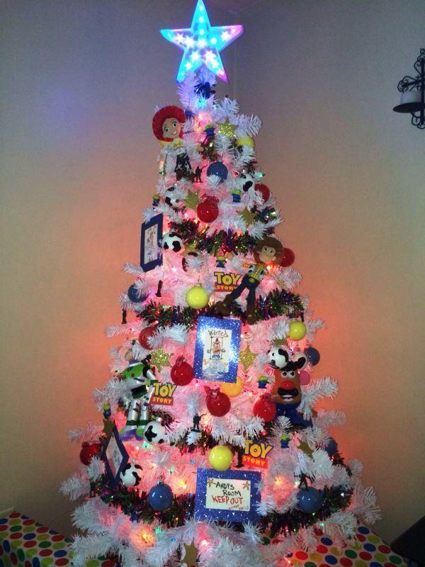 67 Ideas De Arboles De Navidad Tematicos Y Originales Disney Christmas Tree Disney Christmas Decorations Holiday Christmas Tree