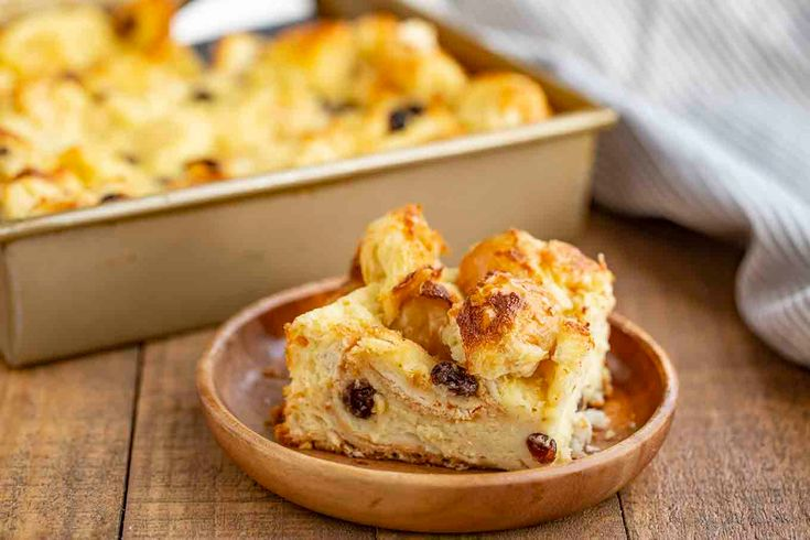 Bread Pudding is the PERFECT old fashioned dessert for the holidays made with da…
