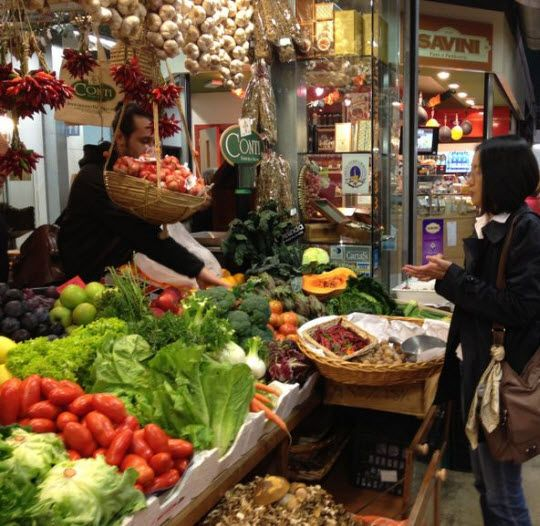 Rialto Markets http://thingstodo.viator.com/venice/rialto-markets/