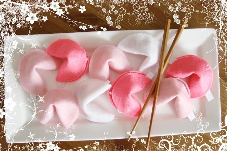 Resultados de la Búsqueda de imágenes de Google de http://photos.weddingbycolor-nocookie.com/p000008861-m51644-p-photo-150951/felt-fortune-cookies.jpg