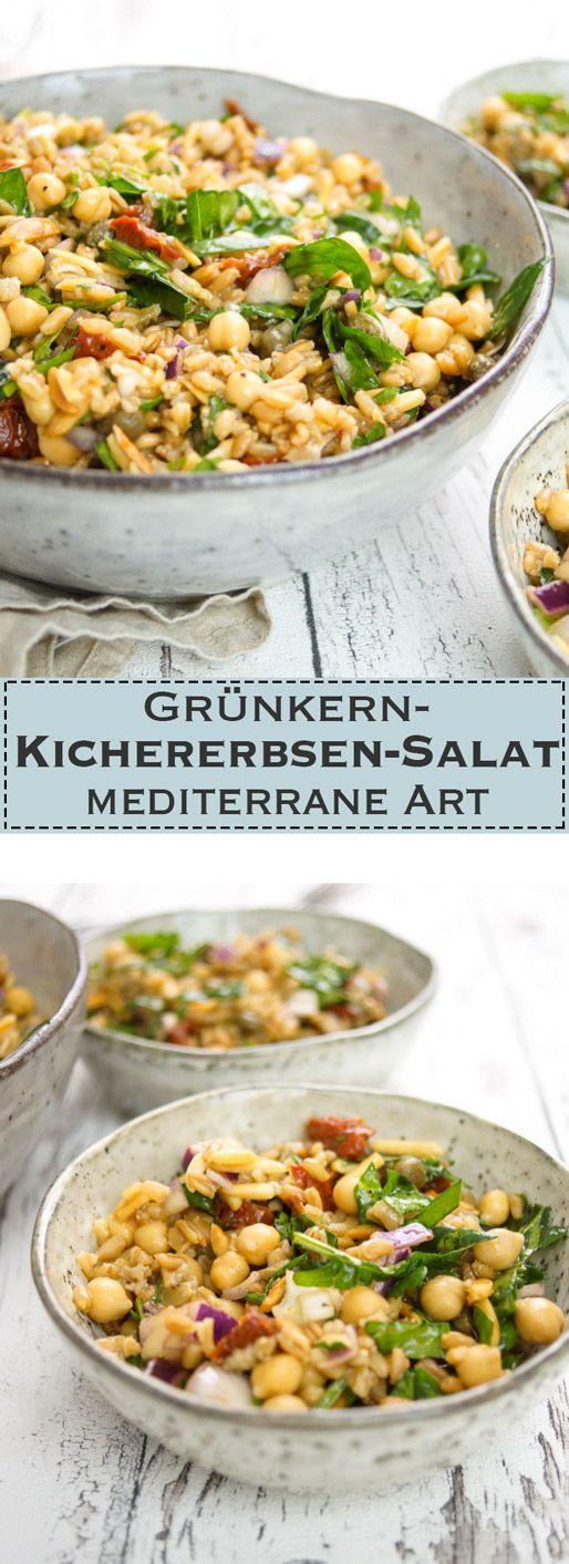 Grünkern-Kichererbsen-Salat mediterrane Art   Vegetarisch, Vegan, Rezept  Hier wieder ein schönes Beispiel für einen Salat mit einer alten Getreidesorte, die mich ins Schwärmen bringt: Grünkern. Dazu Spinat, Kichererbsen und leckere mediterrane Aromen. Die mediterranen Aromen liefern süße, rote Zwiebeln, getrocknete Tomaten, frische Petersilie, Kapern, Balsamico und ein Hauch von Zitrone. Der nächste Urlaub kann kommen :-)