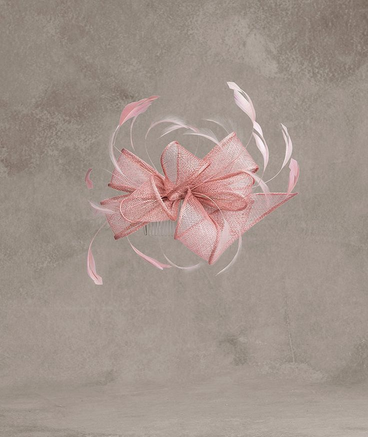 BOMBAY Flor de sinamay y pluma