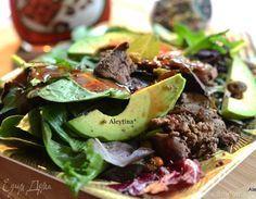 Салат с куриной печенью и авокадо  Вкусный и яркий салат украсит ваш семейный ужин и праздничный стол. Заправьте блюдо клюквенным соусом или бальзамическим уксусом с ягодным вкусом, смешанным с оливковым маслом. #готовимдома #едимдома #кулинария #домашняяеда #салат #куриный #печень #авокадо #соус #малиновый #уксус #бальзамический #ужин #вкусно #праздничноеменю