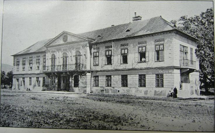 Trnavské mýto - Berchtoldov palác okolo roku 1930.Postavený bol v roku 1832 a zbúraný v roku 1981 pri stavbe DPOH
