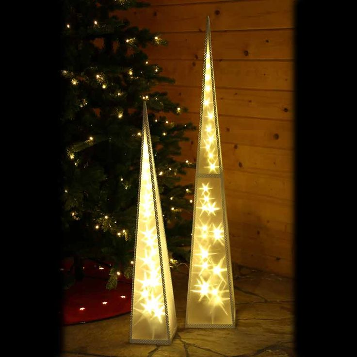 #Weihnachts #Pyramide mit Beleuchtung und Holografie-Effekt. In verchiedenen Größen verfügbar. Eignet sich sehr gut als ansprechende #Fensterdekoration zu #Weihnachten. #Pyramide #Weihnachten