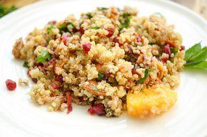 Marokkanischer Quinoa-Salat Rezept, Vegan, glutenfrei, mit Minze, Kurkuma, Oranges, Granatapfel, Mandeln, Minze, Petersilie, Kapern, gesund und einfach
