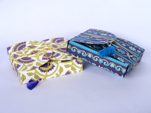 Collapsible Favor Boxes, paper boxes, Gift boxes-Set of 5 assorted sheets. $10.00, via Etsy.