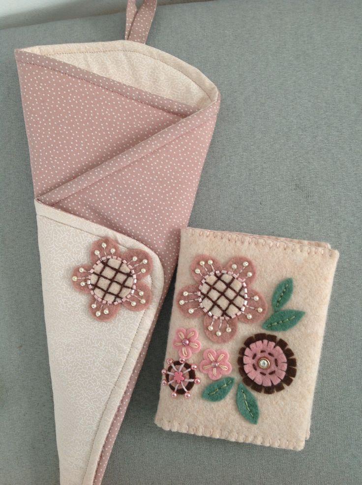 Porta agulhas e porta tesouras com aplicações em feltro, miçangas e bordados