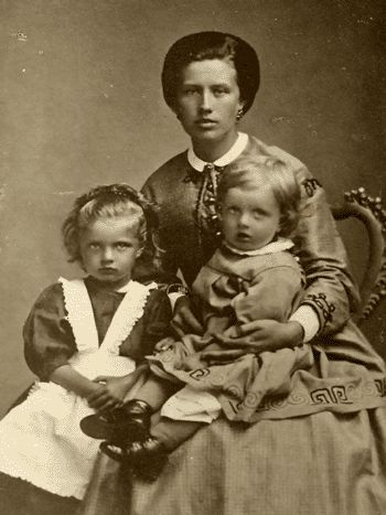 Maria Sibelius with her children Linda and Janne (Finnish national composer Jean Sibelius) in 1867.  #Sibelius #Composer