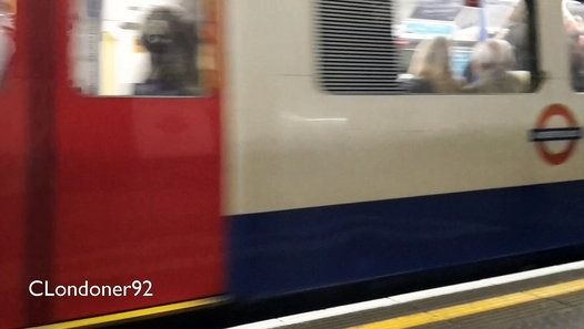 London Underground  Piccadilly Line  1973 Tube stock  Holborn Station Westbound  Filmed on 20th May 2016