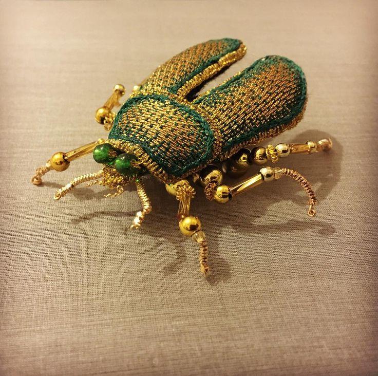 #Goldwork #stumpworkembroidery #Beatle #brooch #stitchersofinstagram #embroideryinstaguild #needlework #handembroidery #embroidery #goldworkembroidery #beadersofinstagram #coutureembroidery #broderie