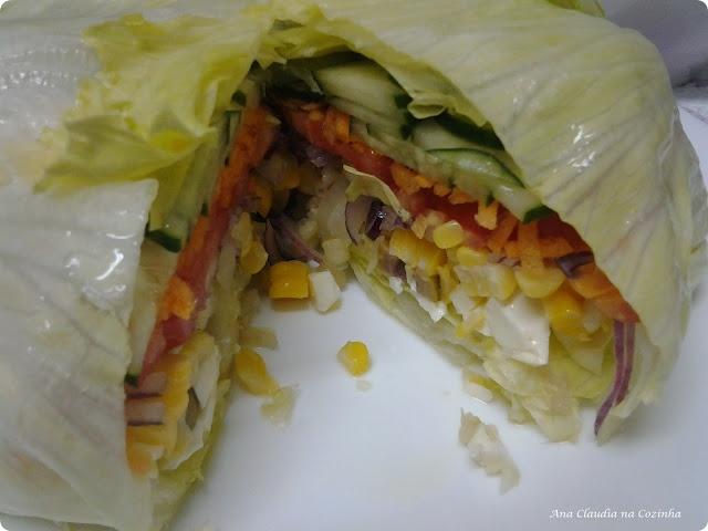 Salada de Alface Recheada  http://www.anaclaudianacozinha.com/2013/03/salada-de-alface-recheada-bc-comer-bem.html