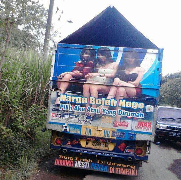 Maksudnya di rumah juga masih ada truk?