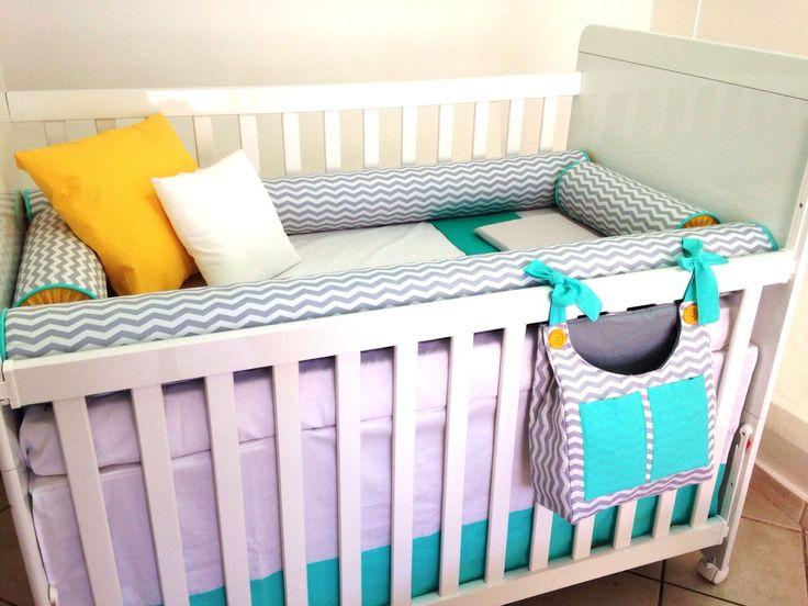 Agora te damos a possibilidade de montar o quarto do seu bebê da maneira que você imaginar! <br>Estamos aqui para te ajudar a receber seu bebê, desde a maternidade até o quarto aconchegante. <br> <br>O kit é composto pelos seguintes produtos e seus respectivos valores: <br> <br>3 protetores: <br>Retos - 400,00 / 3 lados de rolos - 430,00 / Com aplique ? 450,00 <br>Rolo para os pés/ Peseira - 80,00 <br>Saia do berço - 120,00 <br>Colcha - 260,00 <br>Lençol de cima com vira - 60,00 <br>Lençol…