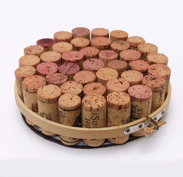 Wine Cork and Embroidery Hoop Trivet - a fun homemade gift idea