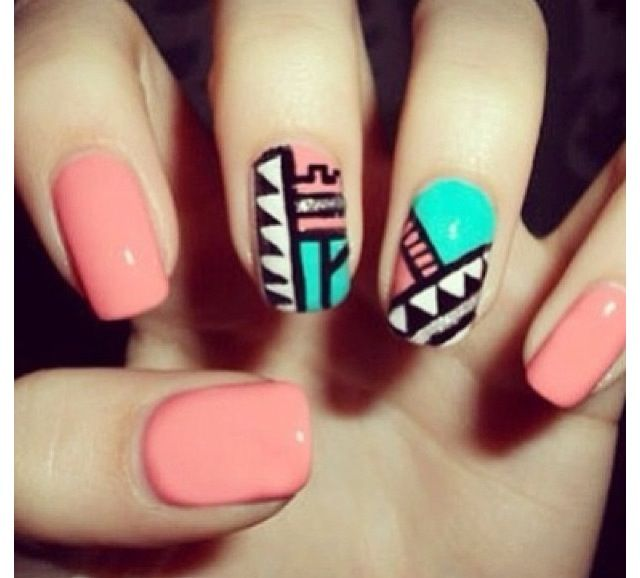 Cute tribal pattern for your nails!