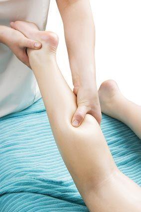 En 1832, Dr. Emil Vodder et sa femme travaillaient comme des masseurs sur la Côte d'Azur. La plupart de leurs patients étaient des anglais qui essayaient de reprendre la forme du froid chroniques. Tous avaient des ganglions lymphatiques gonflés. Dr. Vodder a traité les ganglions lymphatiques gonflés intuitivement. Le résultat? Les froid ont disparu »miraculeusement». La méthode lymphatique de massage (aussi connu comme le drainage lymp