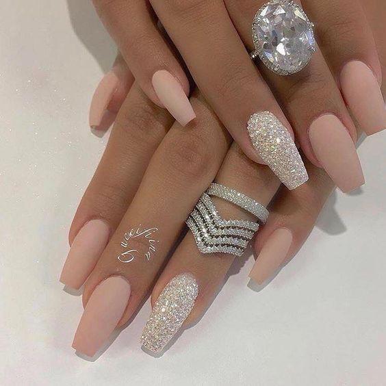 Verpassen Sie nicht Deep and Glitter Nail Designs und Nail Arts – Nails Gelnägel