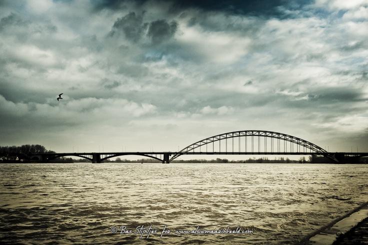 Rising water at Nijmegen (c) Inbeelder