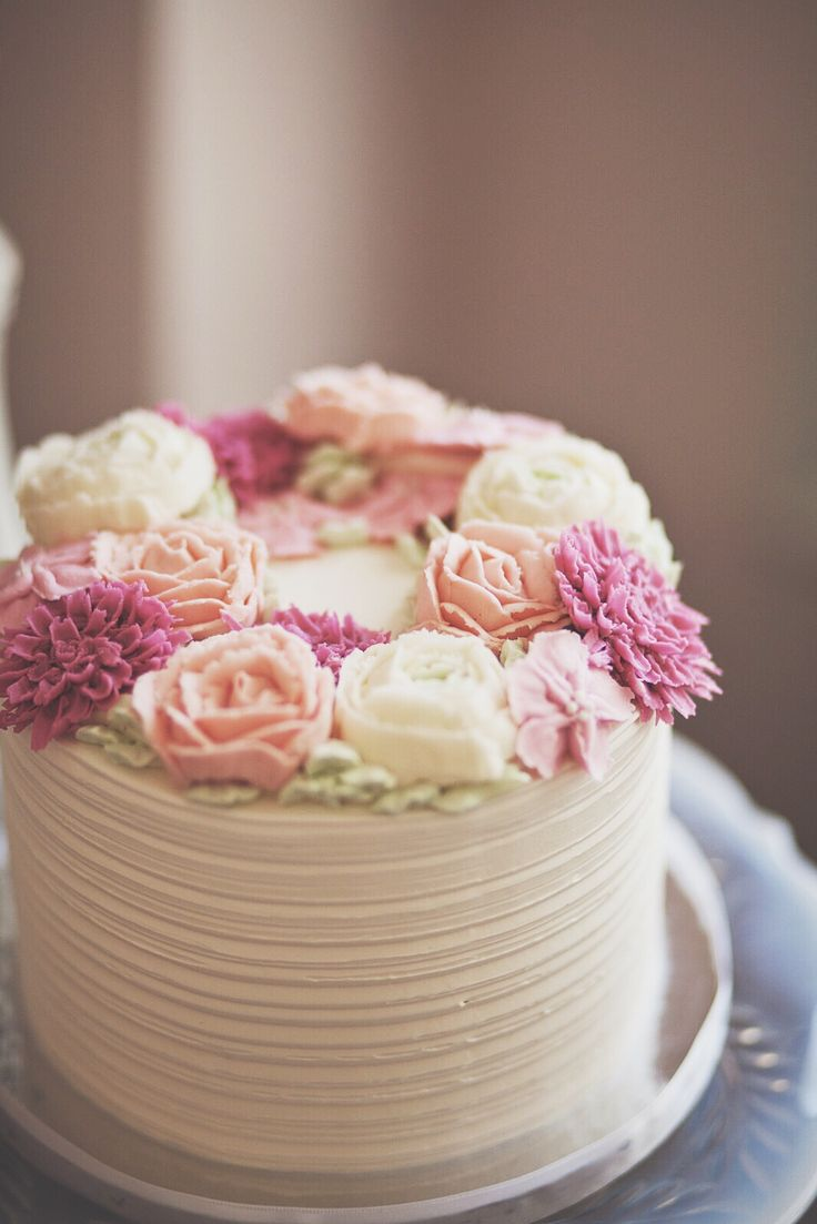 Rustic Ercream Cake With Soft Pink And Cream Rose Flowers