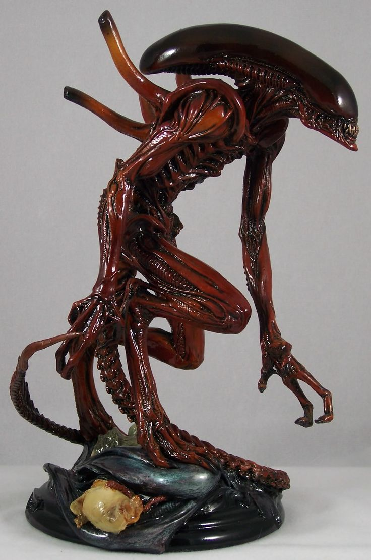 Alien: Resurrection Warrior statue by Fewture