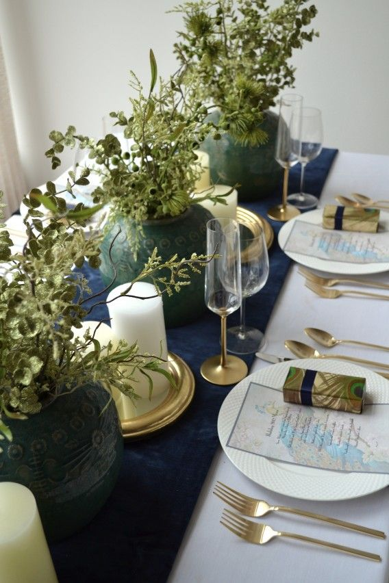 44 best Holiday Table Setting images on Pinterest   Holiday tables ...