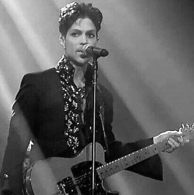 💜🌹💜#prince #guitargod #legend #theartist #princerogersnelson #hisroyalbadness #princestagram #thepurpleone #slay #bae #purplerain #mrstealyourgirl #thebeautifulones #gonetoosoon #musicology #iloveprince #lovesexy #tafkap #guitarhero #guitarist #musicgenius #musicgod #ripprince #theartistformerlyknownasprince #rip