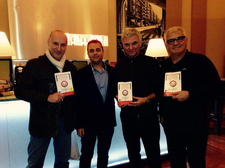 Un placer poder charlar y compartir con Tricicle, unos grandes maestros del humor y la felicidad. www.lafelicidadalavueltadelaesquina.com